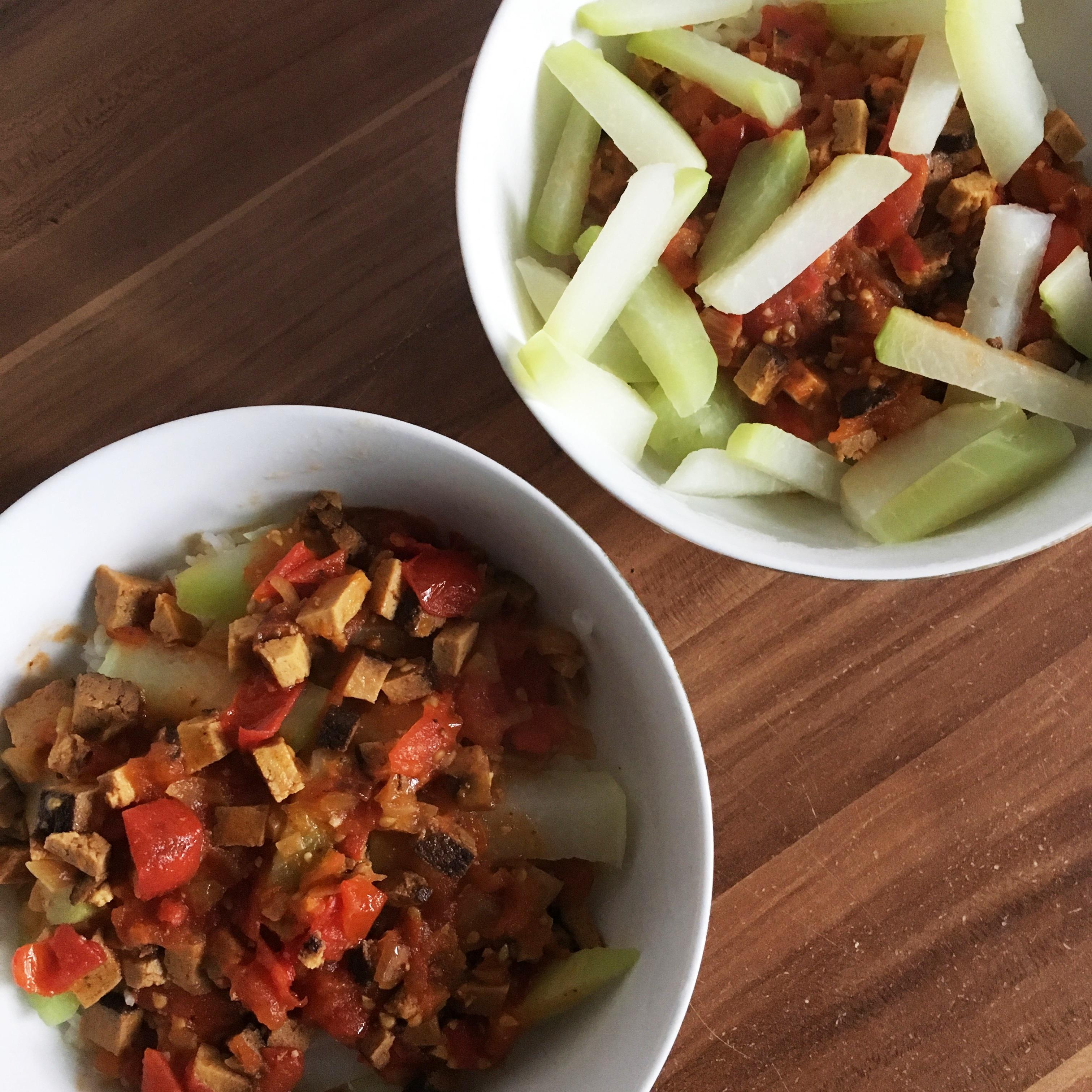 Rezept: Reis mit Kohlrabi, Tofu und Tomatensoße